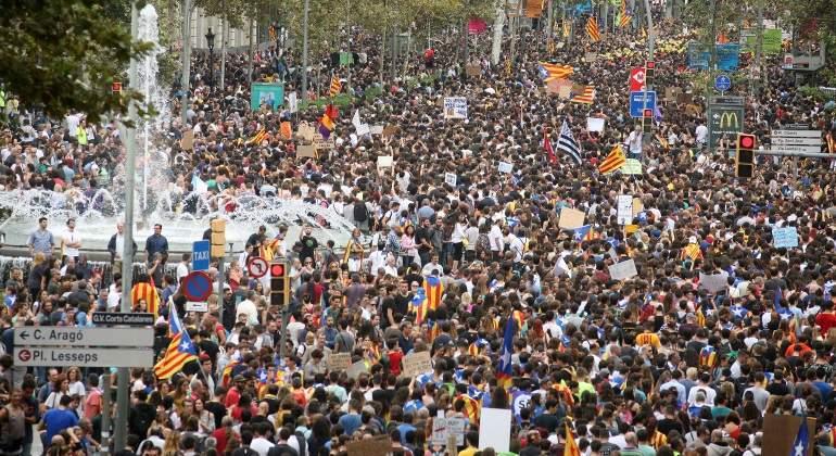 catalunia-manifestantes-fuente.jpg