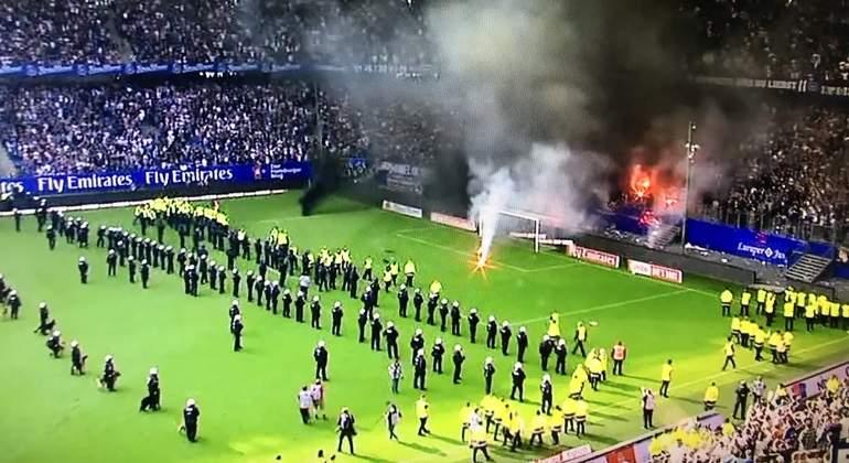 Aficionados del Hamburgo descargaron su furia por descenso