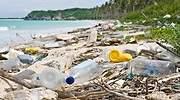 Playa-llena-de-residuos-plasticos-iStock.jpg