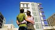 vivienda-pareja-contempla.jpg