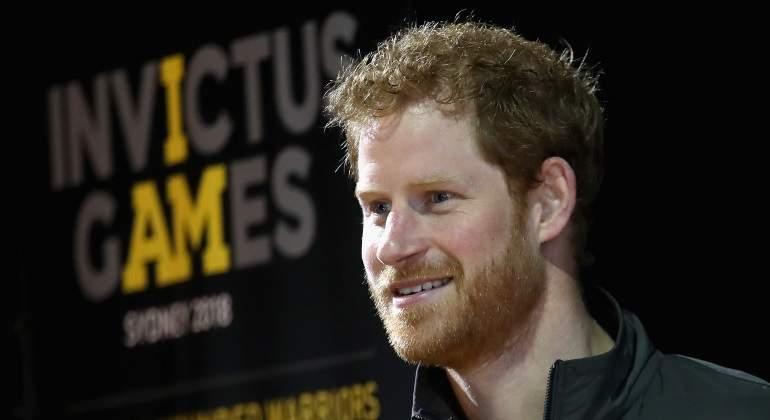Príncipe Harry critica haber caminado detrás del féretro de su madre