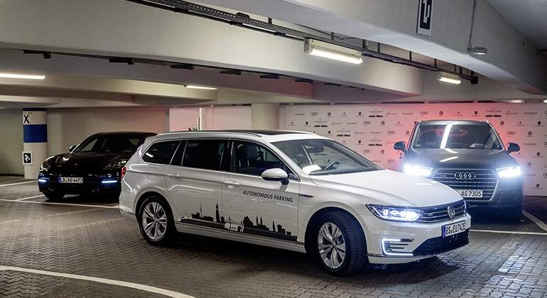 aparcamiento-autonomo-volkswagen-2018-01.jpg