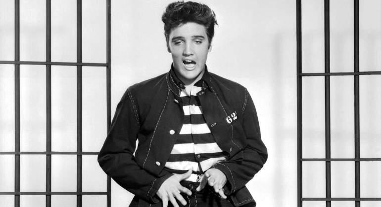 ¿Elvis Presley sigue vivo? La foto que alimenta las teorías sobre su reaparición pública
