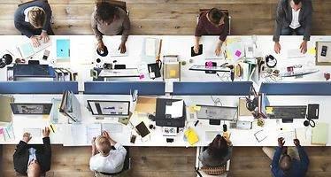 La importancia del equipo y los recursos financieros para tener éxito
