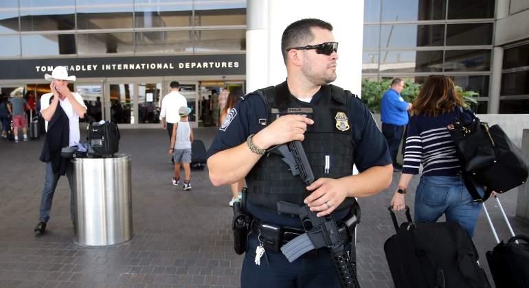 policia-aeropuerto-lax-efe.jpg