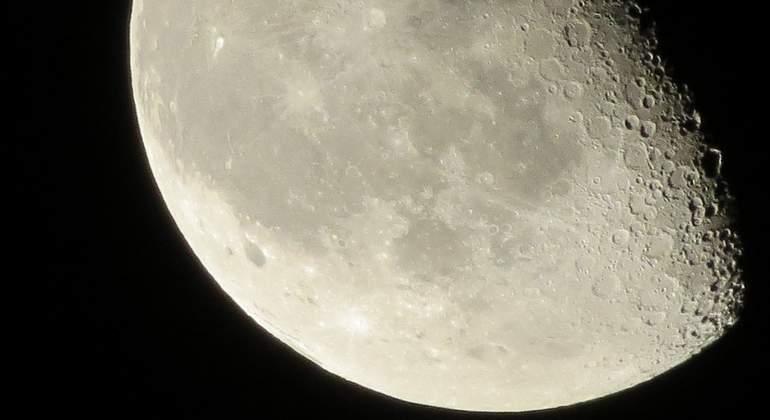 Rusia y China acuerdan explorar juntas la Luna y un aterrizaje chino en 2023