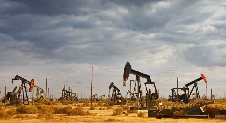 petroleo-bombas-nublado.jpg