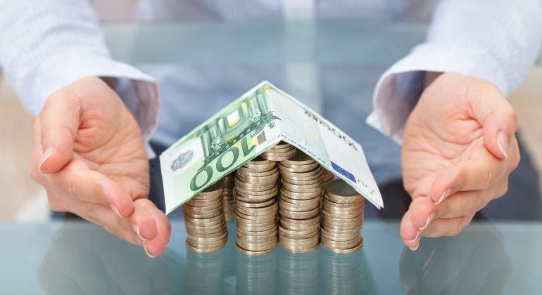 vivienda-dinero-manos-770-istock.jpg