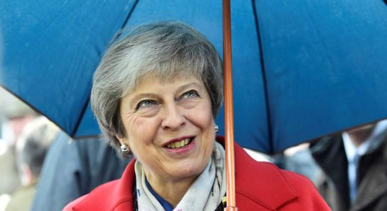 may-theresa-paraguas-reuters.jpg