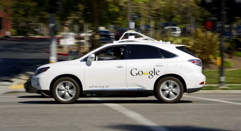 Fiat Chrysler y Google ofrecen viajes en vehículos autónomos
