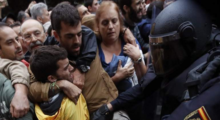 referendum-herido-policia.jpg