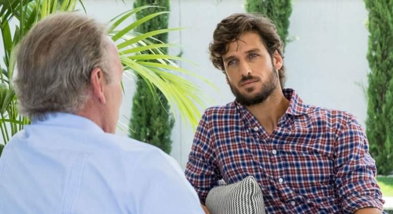 Feliciano patina  y critica por error a Bertín Osborne