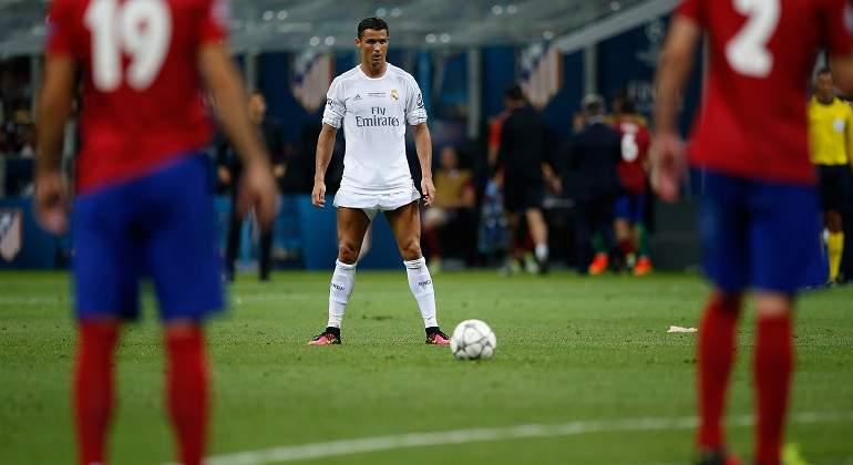 Cristiano-Ronaldo-a-punto-de-disparar