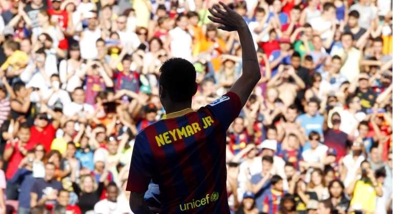 Neymar-saluda-presentacion-2013-reuters.jpg