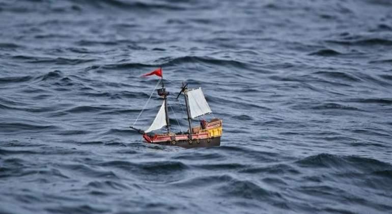 El barco de Playmobil que sigue a flote un año después