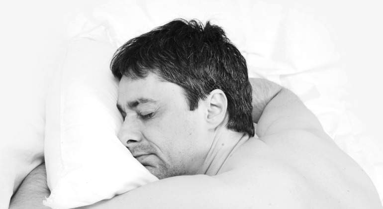 hombre-siesta-bn-770-dreamstime.jpg