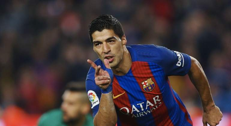 Luis Suárez estará un mes de baja por una lesión de rodilla
