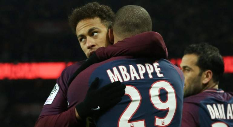 Neymar-celebra-Mbappe-Olympique-Marsella-2018-Reuters.jpg