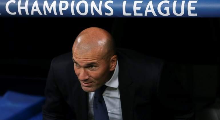 Zidane-banquillo-cartel-champions-2016-reuters.jpg