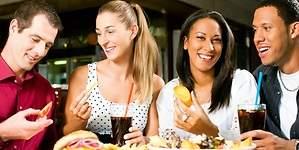 ¿Por qué unos engordan más que otros si comen igual?