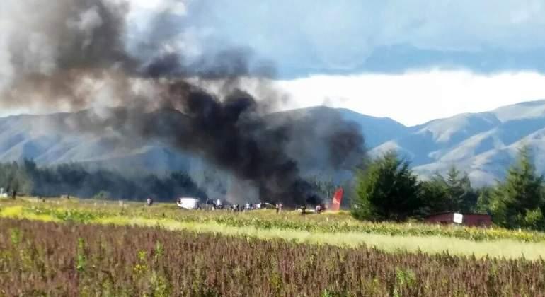 Un avión peruano se incendia en Jauja durante un aterrizaje y sobreviven los 140 pasajeros