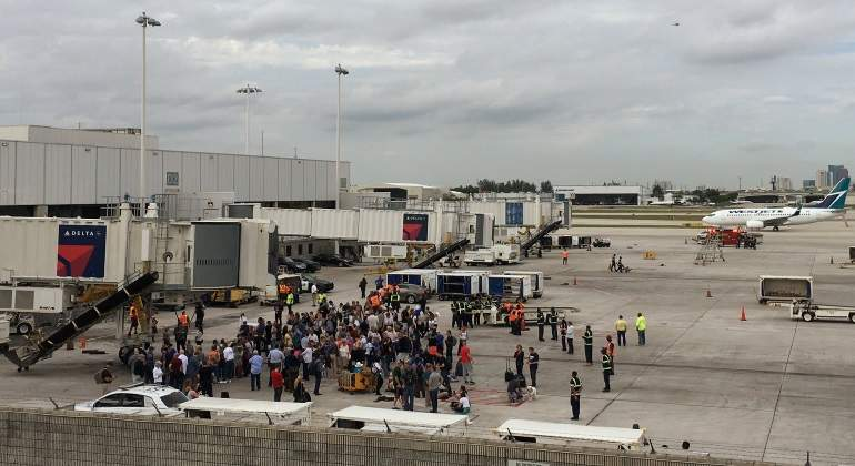 pasajeros-evacuados-fort-lauderdale-reuters.jpg
