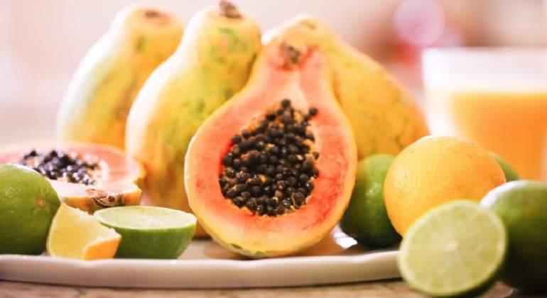 Vincula brote de salmonela con papayas mexicanas