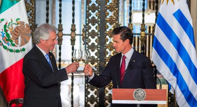 Confunde Peña Nieto a Uruguay con Paraguay