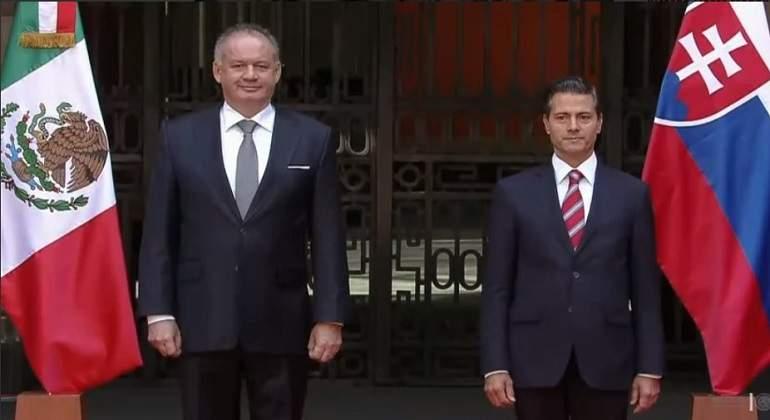 Peña Nieto se reúne con presidente de Eslovaquia para negociar