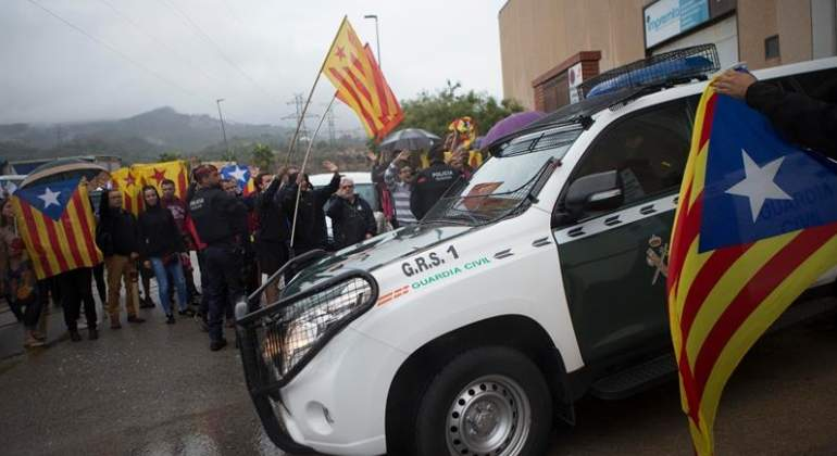 guardia-civil-cataluna-material-referendum-efe.jpg