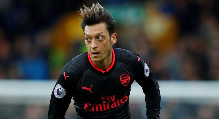 Ozil-mirada-2017-Arsenal-Reuters.jpg
