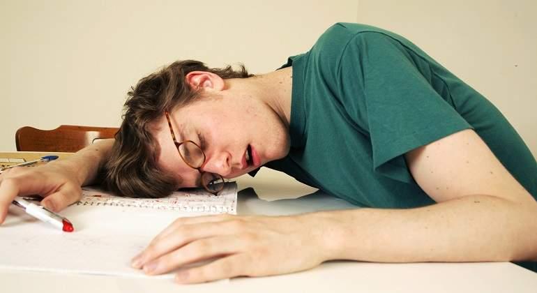 Estudiante-dormido-en-clase