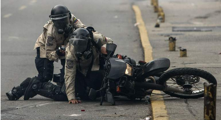 policia-venezuela-herido-efe.jpg