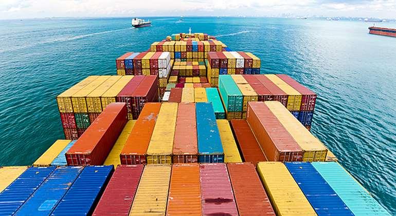contenedores-barco-exportar-mercancias-comercio-istock.jpg