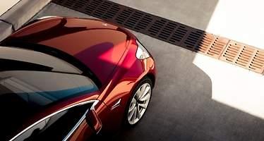 Las características del Tesla Model 3 que justifican (o no) que nazca 11.000 euros más caro de lo anunciado