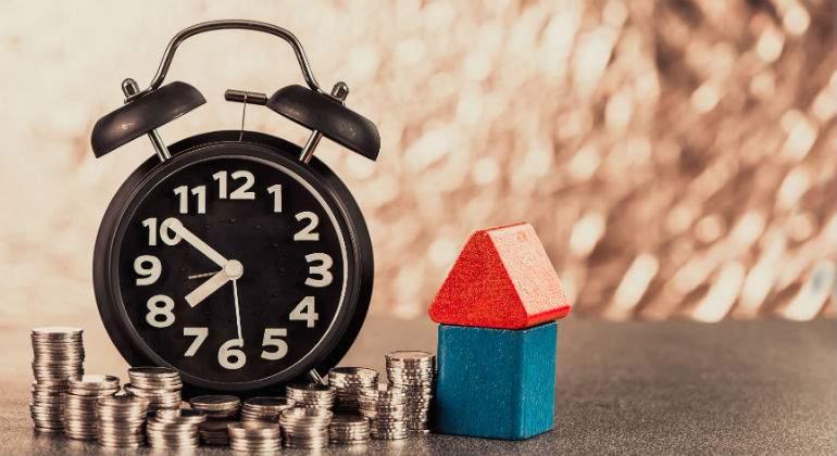 casa-reloj-monedas-dreamstime.jpg