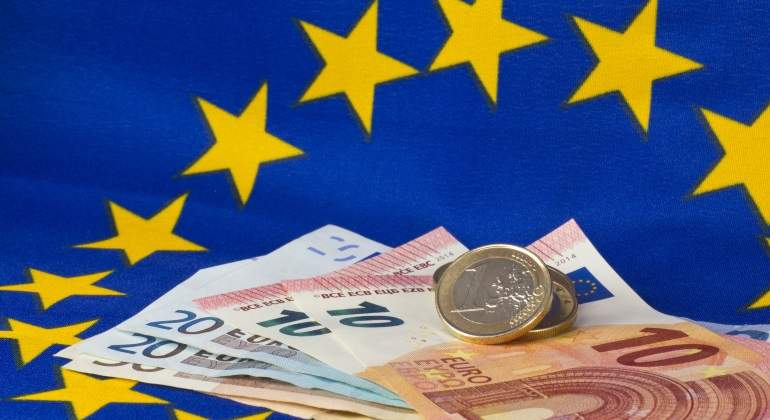 ue-bandera-billetes-dreamstime.jpg