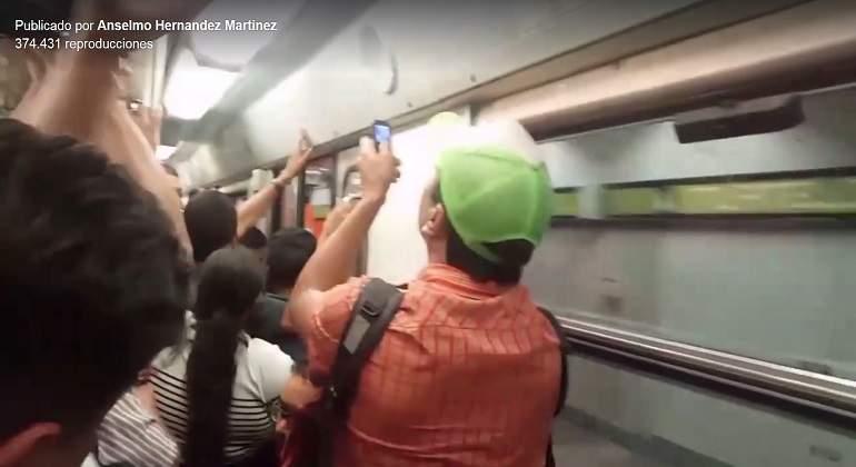 Por fallas en el metro, usuarios se avientan desde los vagones