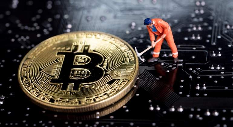El bitcoin sigue en plena debacle y pierde los 5.000 dólares