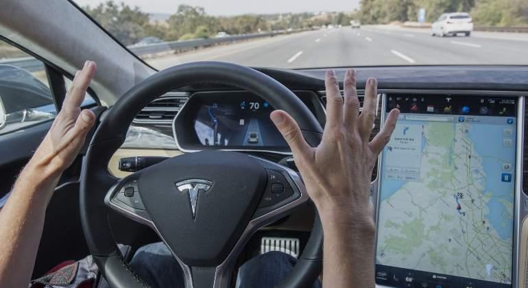 conducción-autonoma-tesla.jpg