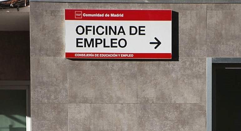 Empleo-oficina-cartel-Getty.jpg