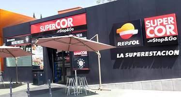Repsol y El Corte Inglés abrirán un 50% más de tiendas en las gasolineras