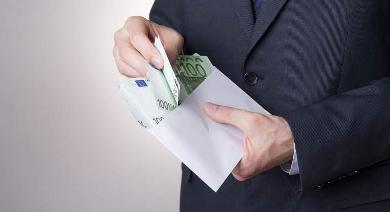 sobre-dinero-euros-770-dreamstime.jpg