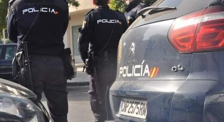 policia-nacional-con-coche-ep.jpg