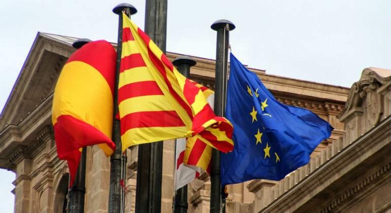 espana-cataluna-europa-banderas.jpg