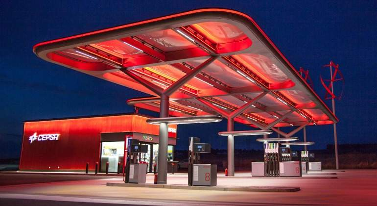 Estacion-servicio-cepsa-gasolina-gasolinera-770.jpg