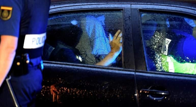 policia-detenido-reuters.jpg