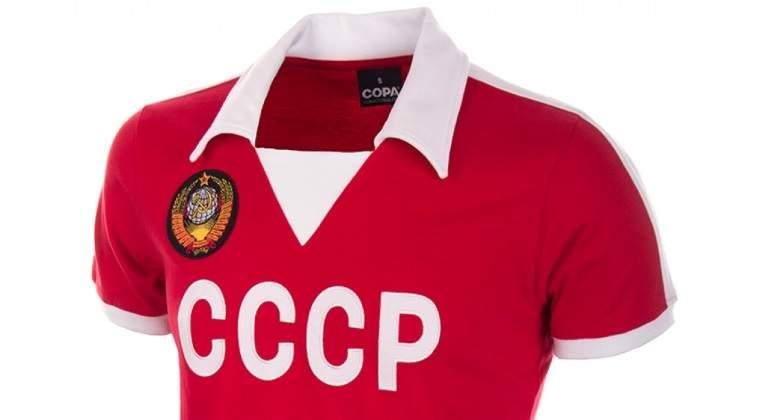La moda de las camisetas de fútbol  vintage  impulsa a una empresa ... e9498a134aca2