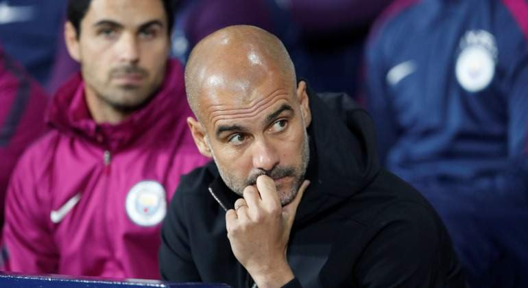Guardiola-serio-banquillo-City-2017-Reuters.jpg