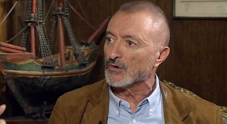 Pérez-Reverte: España es un estado fallido; nos ha faltado una guillotina, no tan simbólicamente